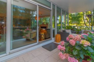 Photo 17: 220 68 Songhees Rd in : VW Songhees Condo for sale (Victoria West)  : MLS®# 851113