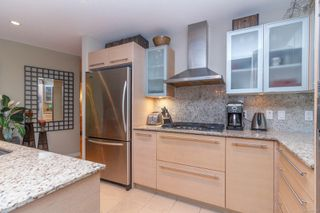 Photo 9: 220 68 Songhees Rd in : VW Songhees Condo for sale (Victoria West)  : MLS®# 851113