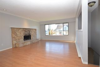 Photo 4: 7510 JAMES STREET in Mission: Mission BC House for sale : MLS®# R2515271