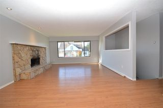 Photo 3: 7510 JAMES STREET in Mission: Mission BC House for sale : MLS®# R2515271