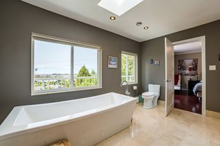 Photo 3: 5309 UPLAND Drive in Delta: Cliff Drive House for sale (Tsawwassen)  : MLS®# R2527108