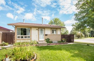Photo 1: 2 Nolin Avenue in Winnipeg: Richmond Lakes Single Family Detached for sale (1Q)