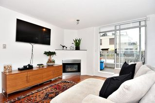 """Photo 3: 312 2255 W 4TH Avenue in Vancouver: Kitsilano Condo for sale in """"CAPER'S"""" (Vancouver West)  : MLS®# R2405890"""