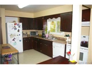 Photo 2:  in VICTORIA: SW Strawberry Vale House for sale (Saanich West)  : MLS®# 448435