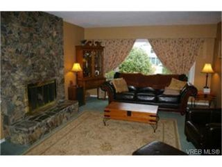 Photo 4:  in VICTORIA: SW Strawberry Vale House for sale (Saanich West)  : MLS®# 448435