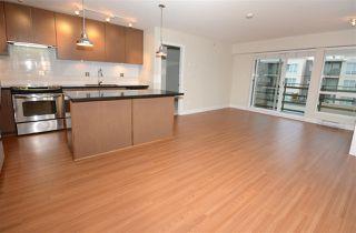 Photo 4: 404 15735 CROYDON Drive in Surrey: Grandview Surrey Condo for sale (South Surrey White Rock)  : MLS®# R2425415