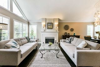 """Photo 2: 4 4055 INDIAN RIVER Drive in North Vancouver: Indian River Townhouse for sale in """"Winchester"""" : MLS®# R2473750"""