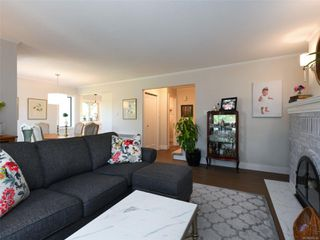 Photo 4: 5 1096 Stoba Lane in : SE Quadra Row/Townhouse for sale (Saanich East)  : MLS®# 851744