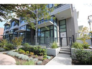 Photo 1: 408 E 11 Avenue in Vancouver: Mount Pleasant VE Townhouse for sale (Vancouver East)  : MLS®# R2027635