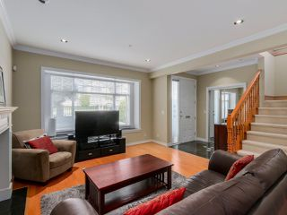 Photo 3: 782 W 69TH AVENUE in Vancouver: Marpole 1/2 Duplex for sale (Vancouver West)  : MLS®# R2052954