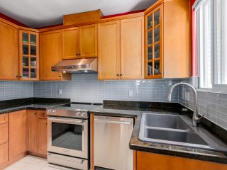 Photo 8: 782 W 69TH AVENUE in Vancouver: Marpole 1/2 Duplex for sale (Vancouver West)  : MLS®# R2052954