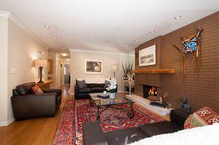 """Photo 3: 606 235 KEITH Road in West Vancouver: Cedardale Townhouse for sale in """"Spuraway Gardens"""" : MLS®# R2439356"""