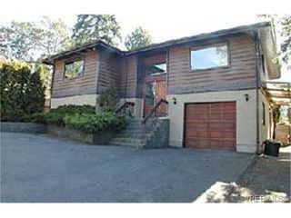 Photo 1: 3785 Wilkinson Rd in VICTORIA: SW Strawberry Vale House for sale (Saanich West)  : MLS®# 269737