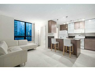 Photo 2: # 609 909 MAINLAND ST in Vancouver: Yaletown Condo for sale (Vancouver West)  : MLS®# V1136392