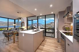 Photo 2: 1102 1471 St. Paul Street in Kelowna: Condo for sale