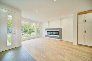 Photo 2: 9278 77 Street in Edmonton: Zone 18 House for sale : MLS®# E4173172