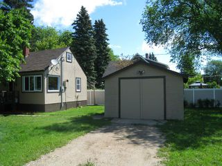 Photo 3: 221 Kirby Avenue West in DAUPHIN: Manitoba Other Residential for sale : MLS®# 1212758
