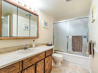"Photo 13: 204 32910 AMICUS Place in Abbotsford: Central Abbotsford Condo for sale in ""ROYAL OAKS"" : MLS®# R2474373"