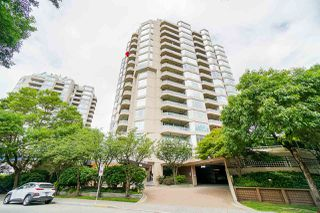 """Photo 2: 405 1045 QUAYSIDE Drive in New Westminster: Quay Condo for sale in """"Quayside Tower 1"""" : MLS®# R2479286"""