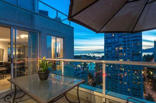 "Photo 4: 2301 1500 HOWE Street in Vancouver: Yaletown Condo for sale in ""The Discovery"" (Vancouver West)  : MLS®# R2512028"