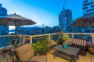 "Photo 3: 2301 1500 HOWE Street in Vancouver: Yaletown Condo for sale in ""The Discovery"" (Vancouver West)  : MLS®# R2512028"