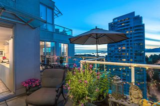 "Photo 2: 2301 1500 HOWE Street in Vancouver: Yaletown Condo for sale in ""The Discovery"" (Vancouver West)  : MLS®# R2512028"
