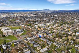 Photo 40: 2 1315 Gladstone Ave in : Vi Fernwood Row/Townhouse for sale (Victoria)  : MLS®# 861722