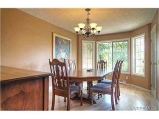 Photo 3: 3452 Sunheights Drive in VICTORIA: Co Triangle Single Family Detached for sale (Colwood)  : MLS®# 235904