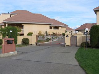 Photo 2: 111 45 Hudson Bay Trail in : South Kamloops Townhouse for sale (Kamloops)  : MLS®# 125921