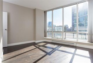 Photo 20: Vancouver West in Coal Harbour: Condo for sale : MLS®# R2057177