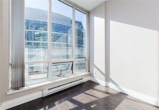 Photo 18: Vancouver West in Coal Harbour: Condo for sale : MLS®# R2057177
