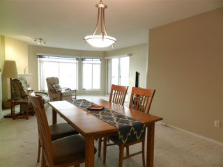 Photo 3: 206 5470 INLET AVENUE in Sechelt: Sechelt District Condo for sale (Sunshine Coast)  : MLS®# R2120136