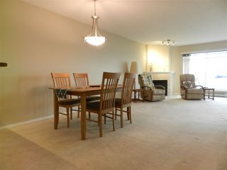 Photo 2: 206 5470 INLET AVENUE in Sechelt: Sechelt District Condo for sale (Sunshine Coast)  : MLS®# R2120136