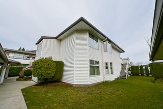 Photo 1: 222 15153 98 AVENUE in Surrey: Guildford Townhouse for sale (North Surrey)  : MLS®# R2148715