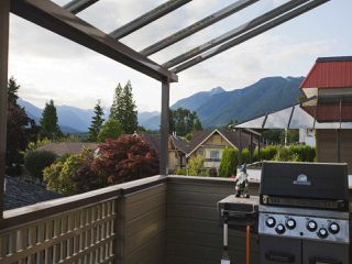 Photo 15: 247 W 17TH STREET in North Vancouver: Central Lonsdale Townhouse for sale : MLS®# R2153423