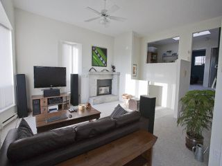 Photo 4: 247 W 17TH STREET in North Vancouver: Central Lonsdale Townhouse for sale : MLS®# R2153423
