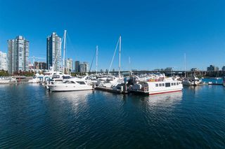 Photo 4: 502 1288 MARINASIDE CRESCENT in Vancouver: Yaletown Condo for sale (Vancouver West)  : MLS®# R2316132