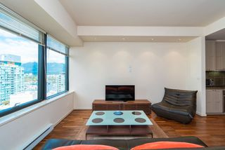"""Photo 16: 1215 1333 W GEORGIA Street in Vancouver: Coal Harbour Condo for sale in """"THE QUBE"""" (Vancouver West)  : MLS®# R2401153"""