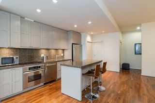 """Photo 9: 1215 1333 W GEORGIA Street in Vancouver: Coal Harbour Condo for sale in """"THE QUBE"""" (Vancouver West)  : MLS®# R2401153"""