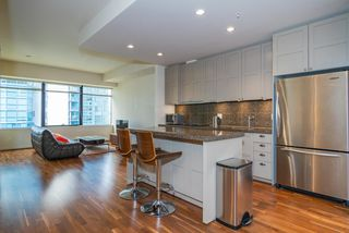 """Photo 7: 1215 1333 W GEORGIA Street in Vancouver: Coal Harbour Condo for sale in """"THE QUBE"""" (Vancouver West)  : MLS®# R2401153"""