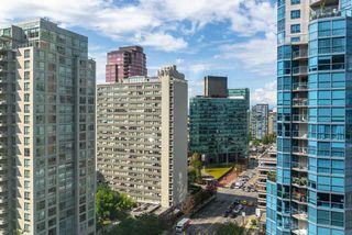 """Photo 19: 1215 1333 W GEORGIA Street in Vancouver: Coal Harbour Condo for sale in """"THE QUBE"""" (Vancouver West)  : MLS®# R2401153"""