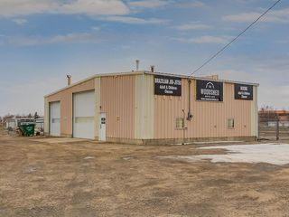 Photo 1: 221 43 Avenue E: Claresholm Industrial for sale : MLS®# C4274237