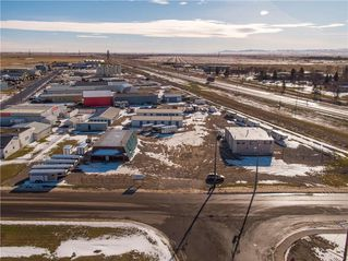 Photo 4: 221 43 Avenue E: Claresholm Industrial for sale : MLS®# C4274237