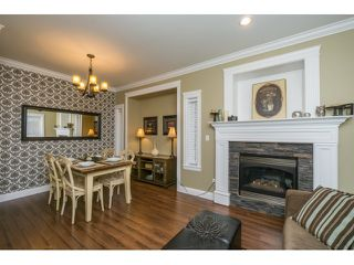 Photo 4: 19545 71A AVENUE in Surrey: Clayton House for sale (Cloverdale)  : MLS®# R2048455