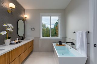 "Photo 19: 40895 THE CRESCENT in Squamish: University Highlands House for sale in ""UNIVERSITY HEIGHTS"" : MLS®# R2467442"