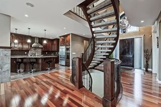 Photo 5: 2735 77 Street SW in Calgary: Springbank Hill Detached for sale : MLS®# A1053304
