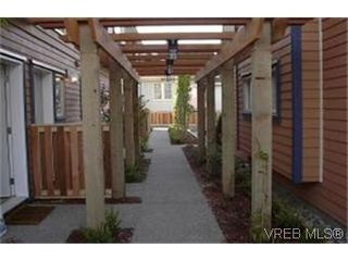 Photo 8: 8 2210 Quadra St in VICTORIA: Vi Central Park Row/Townhouse for sale (Victoria)  : MLS®# 313533