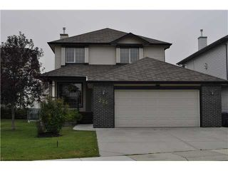 Photo 1: 224 FAIRWAYS Bay NW: Airdrie Residential Detached Single Family for sale : MLS®# C3536696