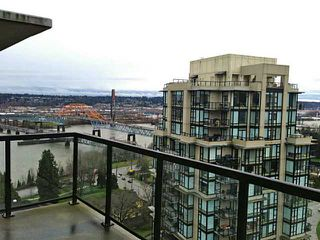 "Photo 3: 2002 15 E ROYAL Avenue in New Westminster: Fraserview NW Condo for sale in ""VICTORIA HILL"" : MLS®# V993311"