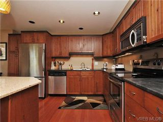 Photo 11: 631 Avalon Rd in VICTORIA: Vi James Bay Half Duplex for sale (Victoria)  : MLS®# 640799